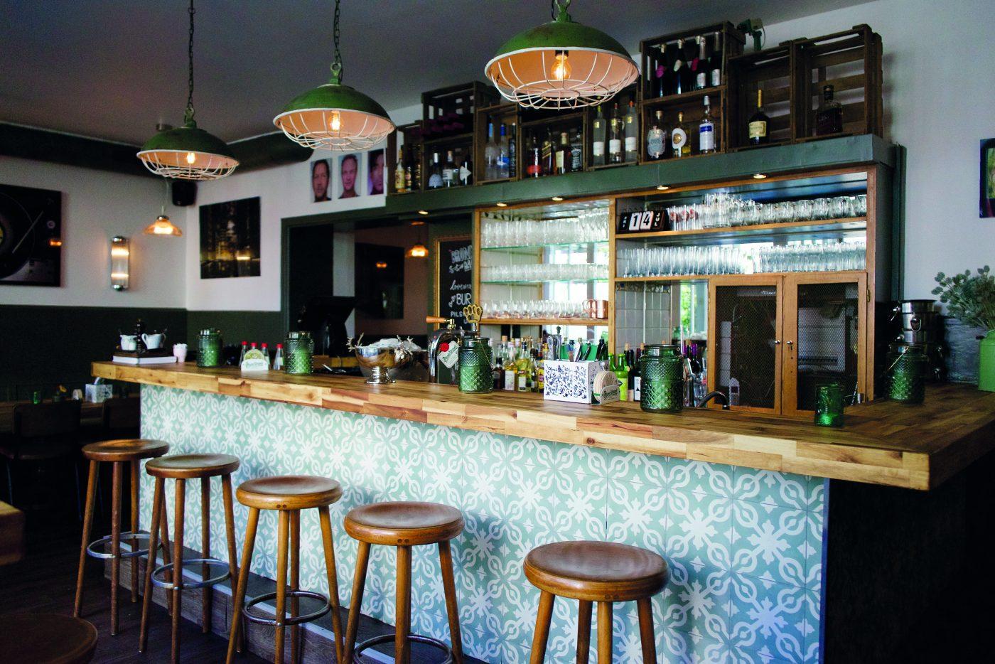 Ein Zimmer Küche Bar