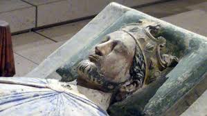Close up of his tomb effigy, probably done by someone who knew what he looked like.