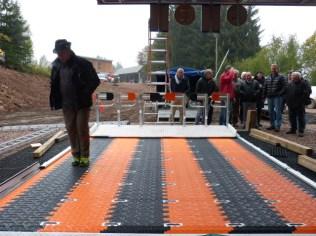 test du tapis roulant afin d'amener les skieurs jusqu'aux sièges