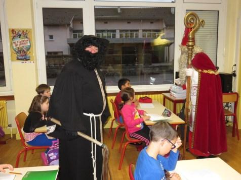 Le père Fouettard et Saint Nicolas ont également rendu visite aux écoliers de primaire à Marie Curie