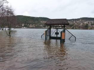 Le ponton des pêcheurs est sous les eaux