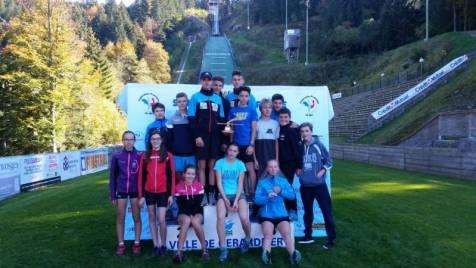 athlètes des 3 équipes sur le podium (1 Jura, 2 Vosges, 3 Mont blanc).