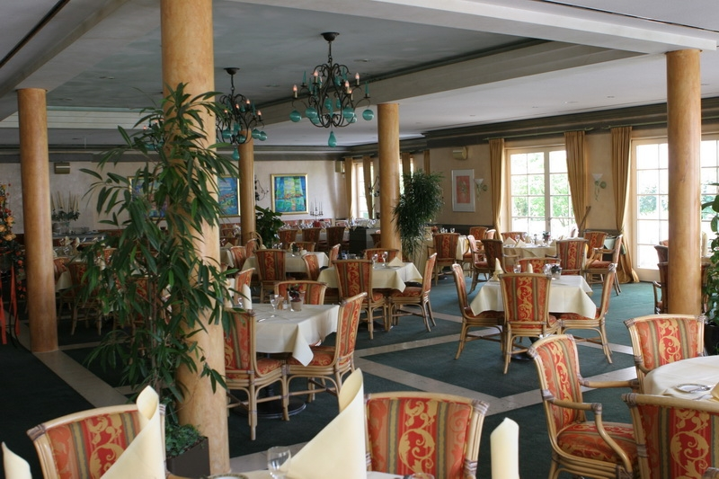 Terrasse Gastronomie Golfclub Ace Of Clubs Sankt Leon Rot - German-golf-guide