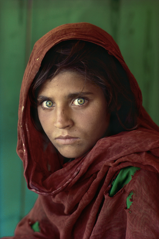 Afghan Girl Eyes Wallpaper Sfondi Viso Modello Rosso Opera D Arte Vestito