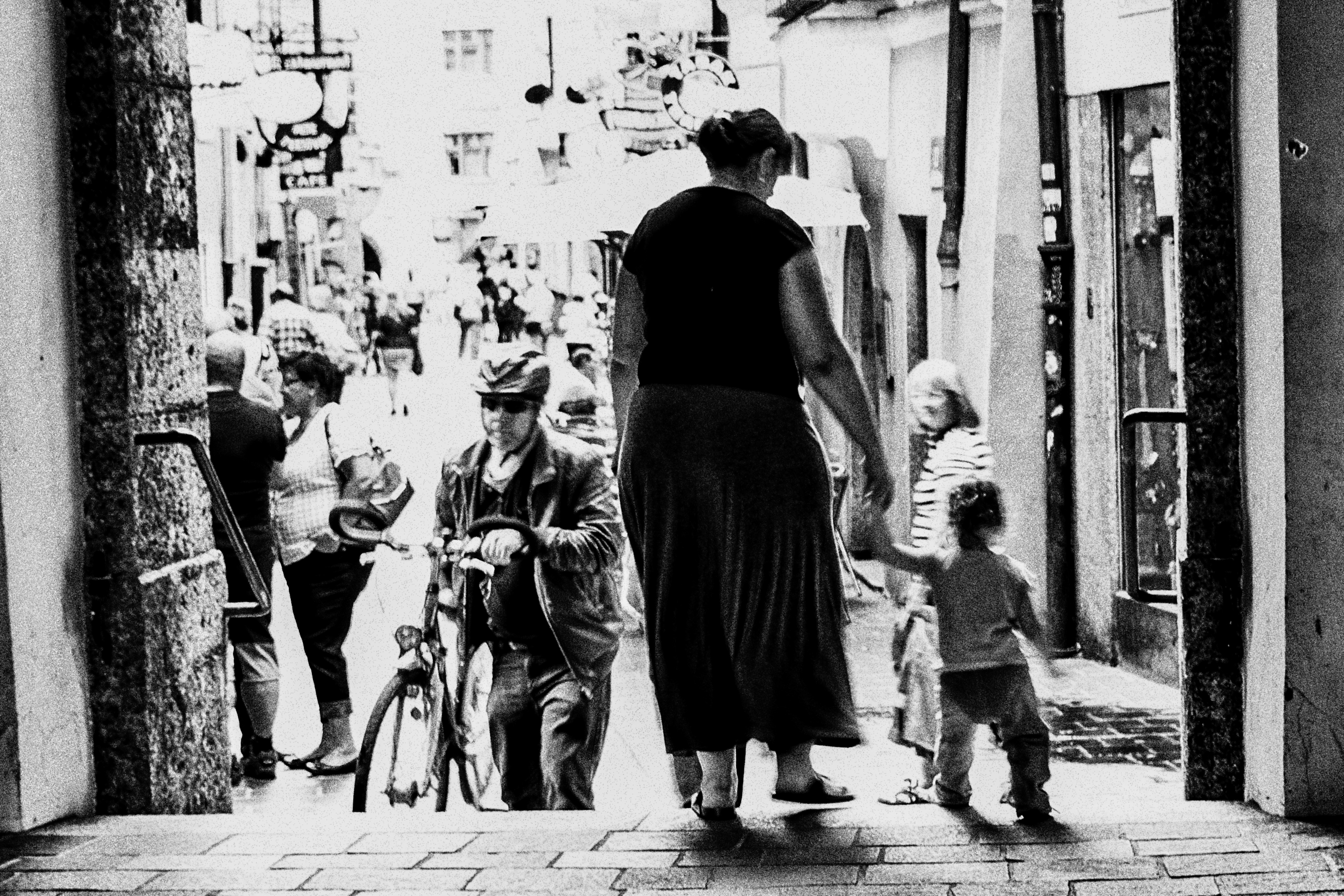 Wallpaper People Window Street Children Urban Road Standing Austria Tyrol Fujifilm Exploring Infrastructure Blackandwhite Girl Bw Moments Blackwhite Alley Blackandwhitephotography Bwphotography Streetlife Photograph
