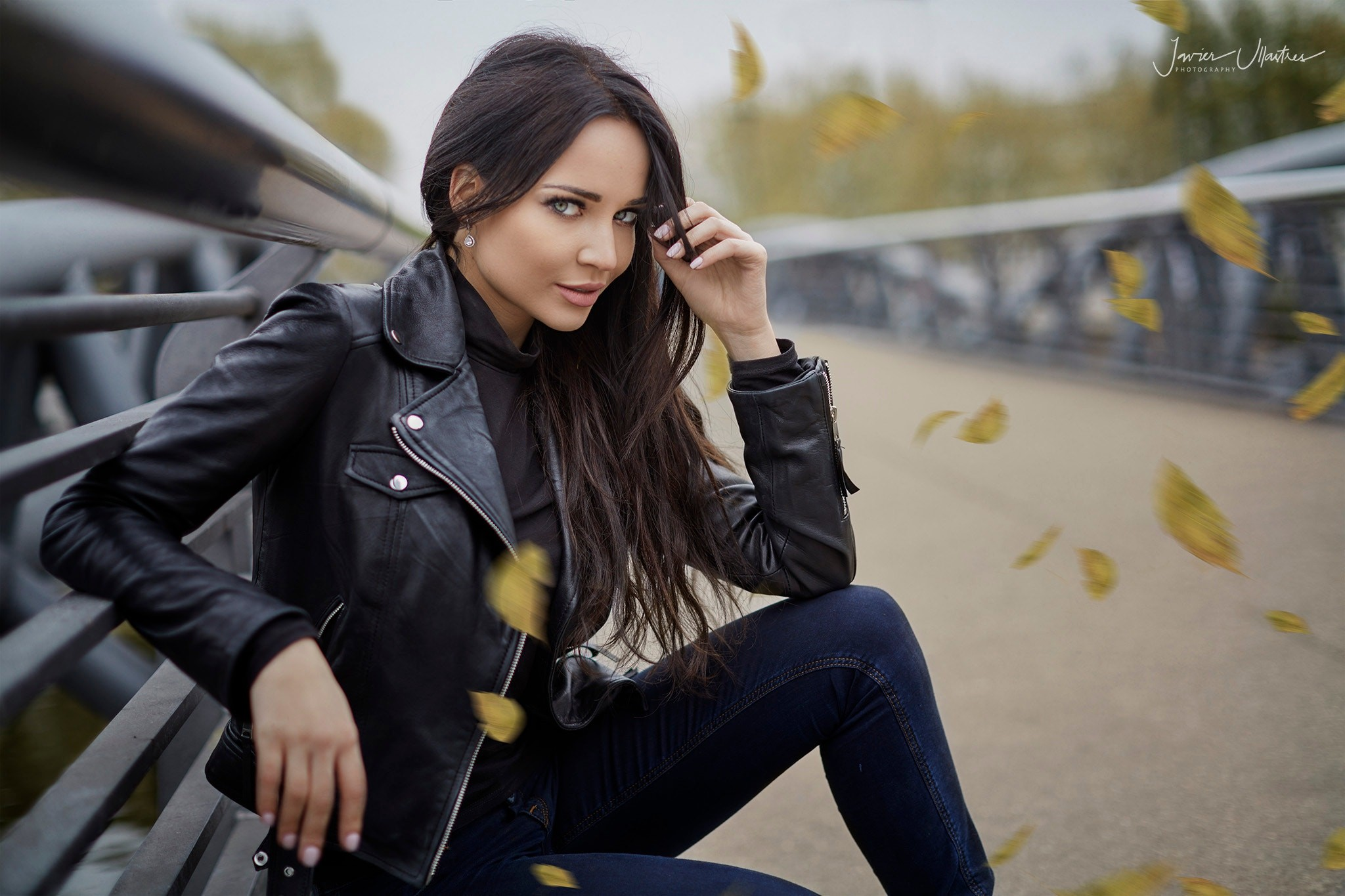 Schwarze Lederjacken Wallpaper : Brunette, Women Outdoors, Jeans, Leather