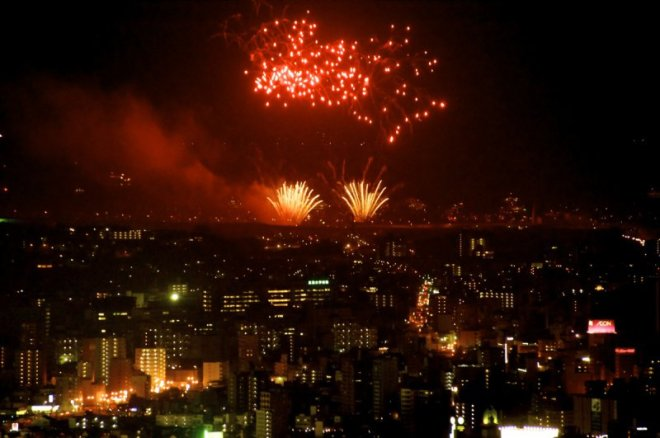 hiroshima-port-fireworks-from-ushita-yama-01