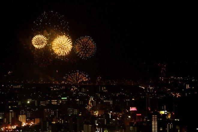 hiroshima-port-fireworks-from-ushita-yama-10