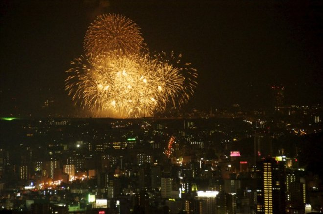 hiroshima-port-fireworks-from-ushita-yama-13