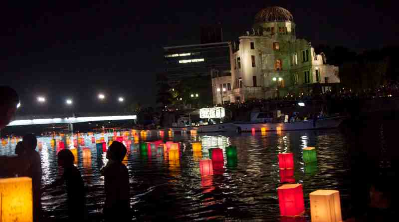 hiroshima day lantern floating