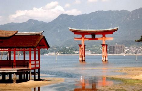 miyajima itsukushima shrine torii