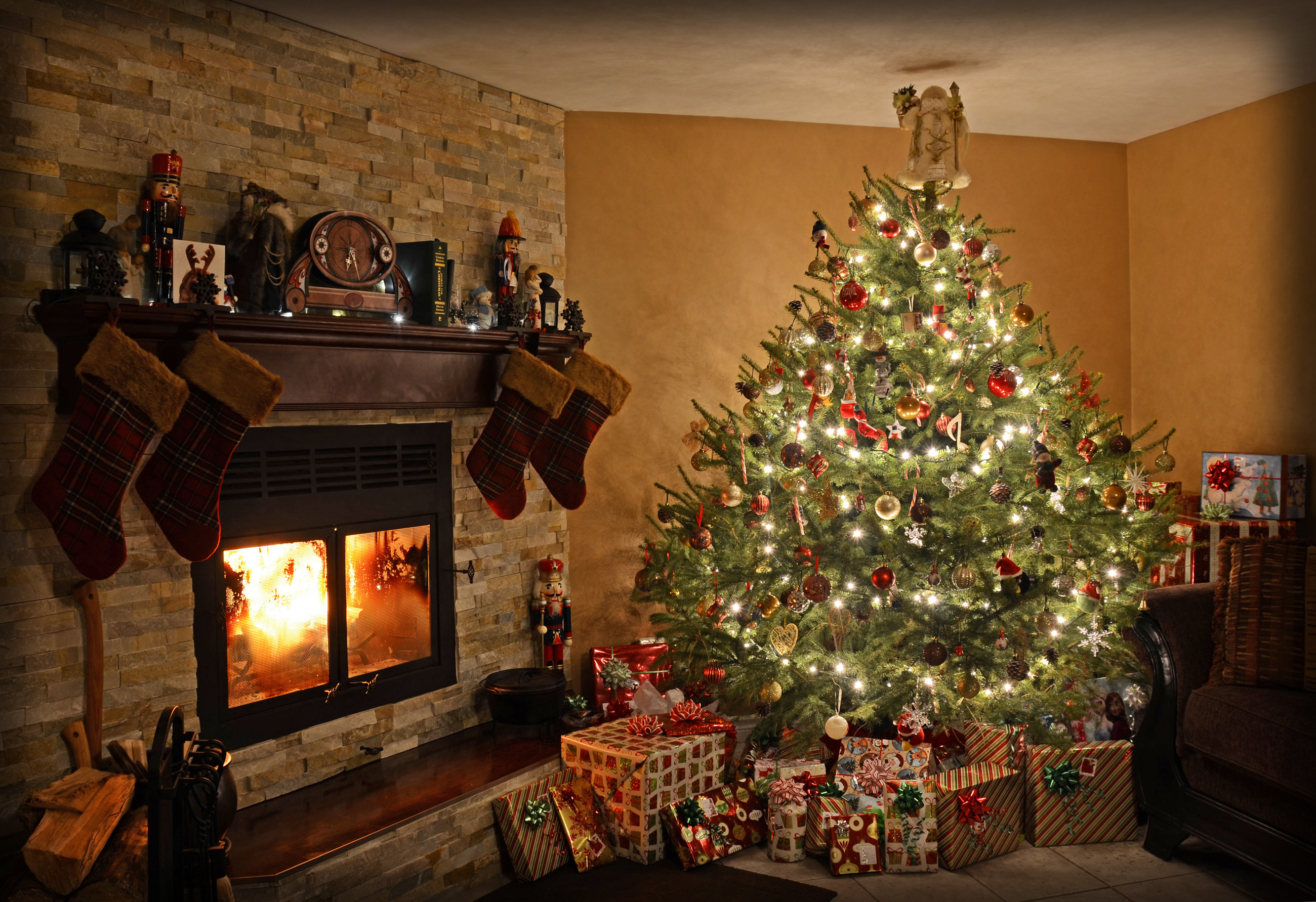 Christmas Fireplace Wallpaper Christmas Fireplace Wallpaper 57 Images