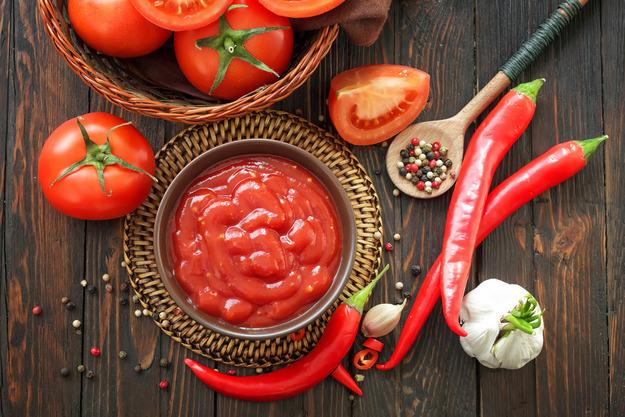 Кетчуп является отличной приправой для любимых блюд