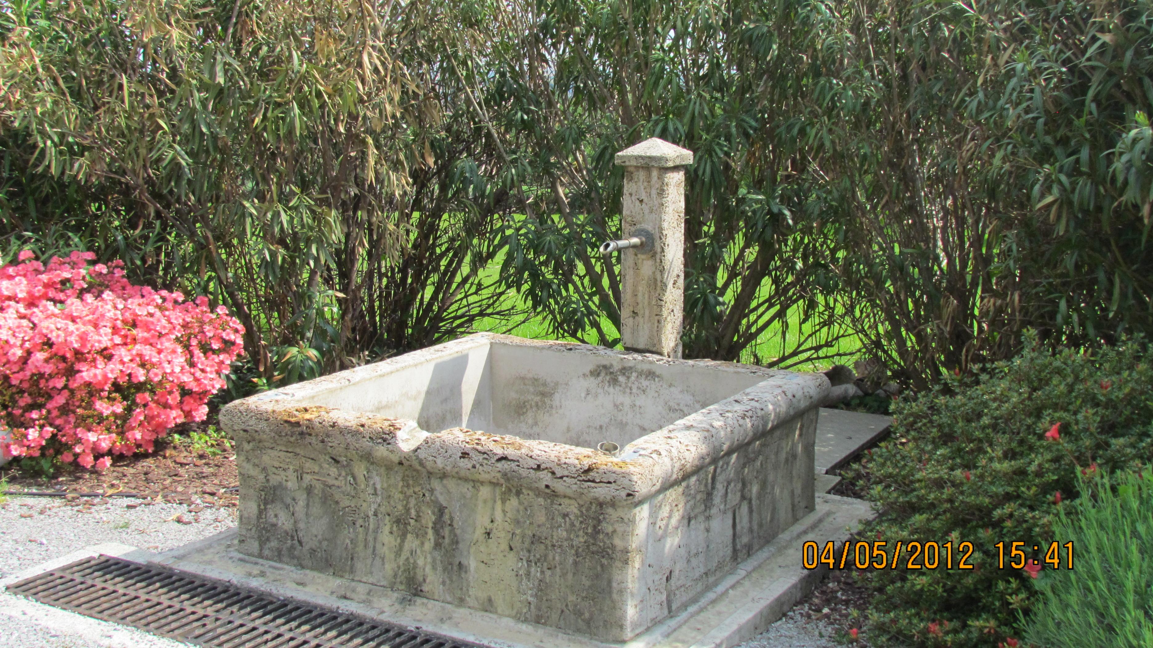 Fontana Giardino Pietra : Fontanella giardino in pietra fontane in pietra naturale prezzi