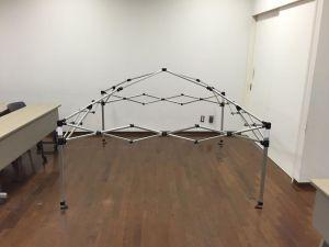 骨組みは、市販のキャンプ用テント・タープです。 市販品の天井シートは防炎性能が無いので、今回はその骨組みのみを活用します。