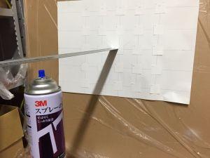 50cm離れた位置から、5x5に貼り付けた4cm四方の紙に7秒間噴射します。そのあと紙の質量の増加具合で、噴射の分布を把握しようという魂胆でしたが・・・・