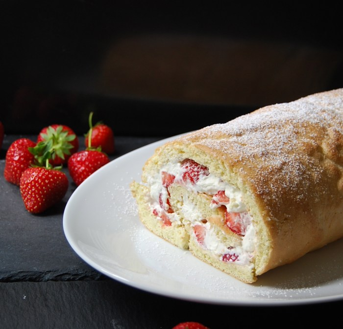 Strawberry roulade 1