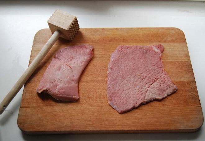 Wiener Schnitzel before and after tenderising