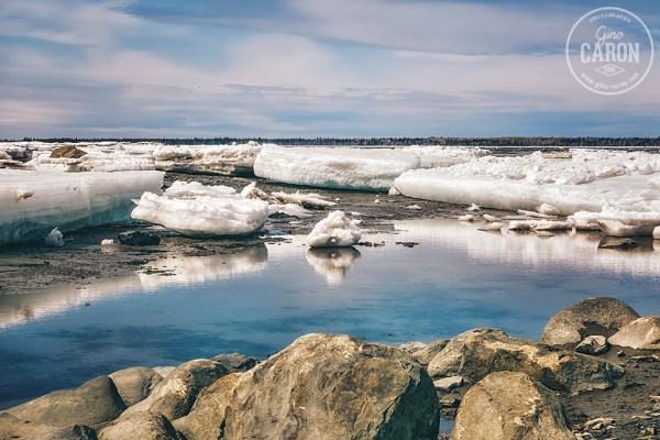 À travers les blocs de glace