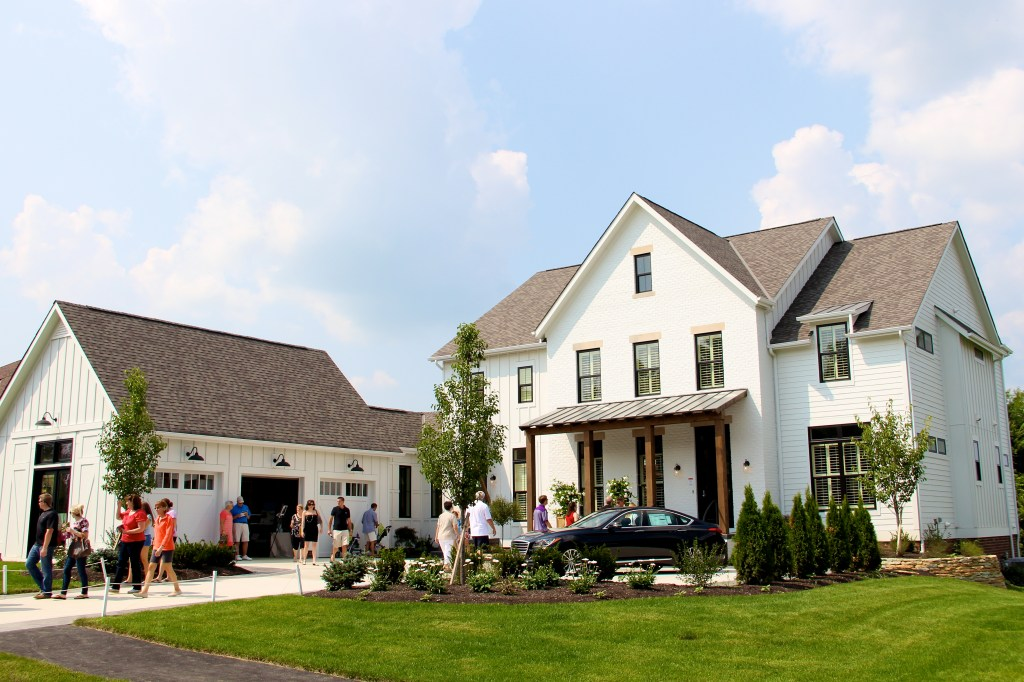 2014 bia parade of homes exteriors girl about columbus for Central ohio home builders