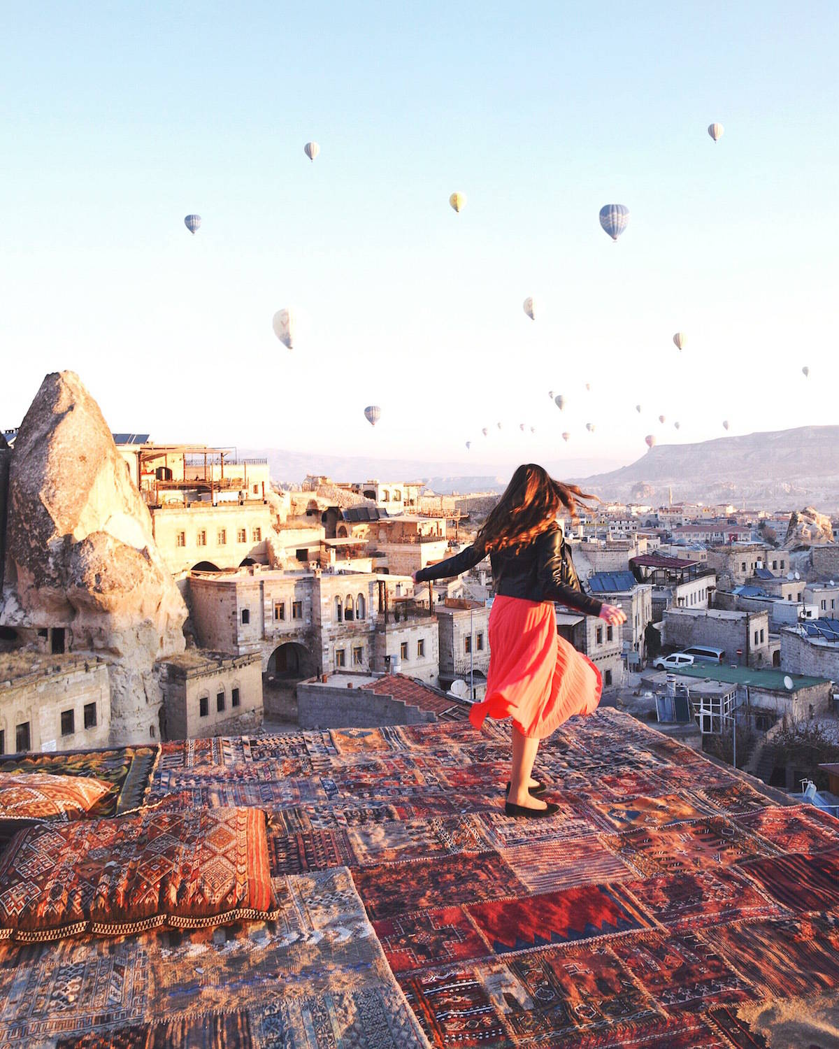 Dream Girl Hd Wallpaper Cappadocia Turkey Girl Vs Globe