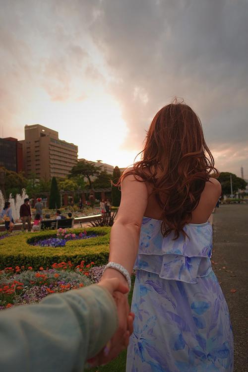 夕焼けガールのフリー写真素材(商用可)