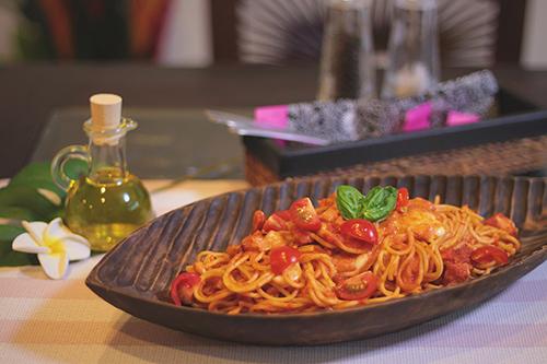 美味しすぎるトマトとモッツァレラのパスタのフリー写真素材(商用可)