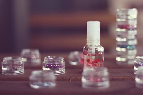 色とりどりのネイルグッズのフリー写真素材(商用可)