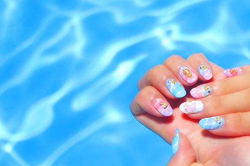 今年の夏はコレ♡海にピッタリなキャンドルネイルのフリー写真素材(商用可)