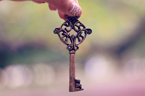 雰囲気のあるアンティークな鍵のフリー写真素材(商用可)