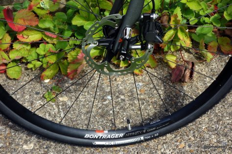 Bontrager tubeless wheels & tyres plus Shimano RS685 hydraulic disc brakes