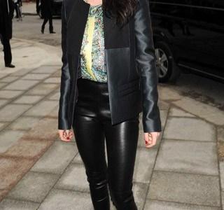 Kristen-arrives-at-the-Balenciaga-show