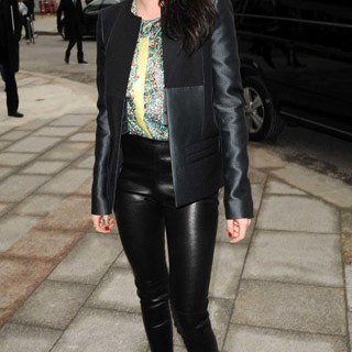 Kristen-arrives-at-the-Balenciaga-show