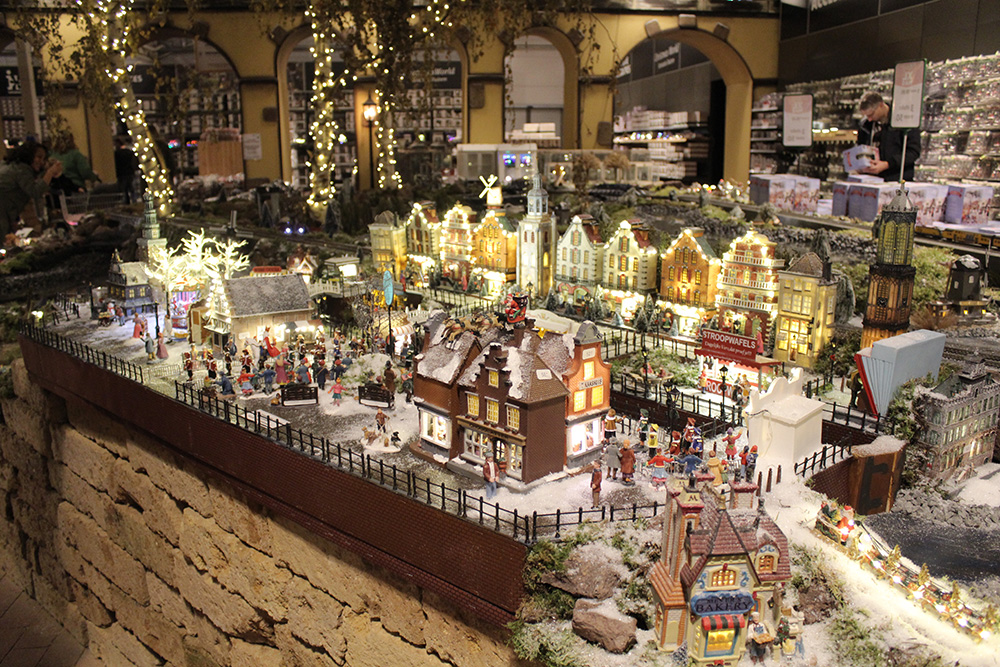 Kerstballen Decoratie Kerstshow Intratuin Duiven 2017 - Christmas World