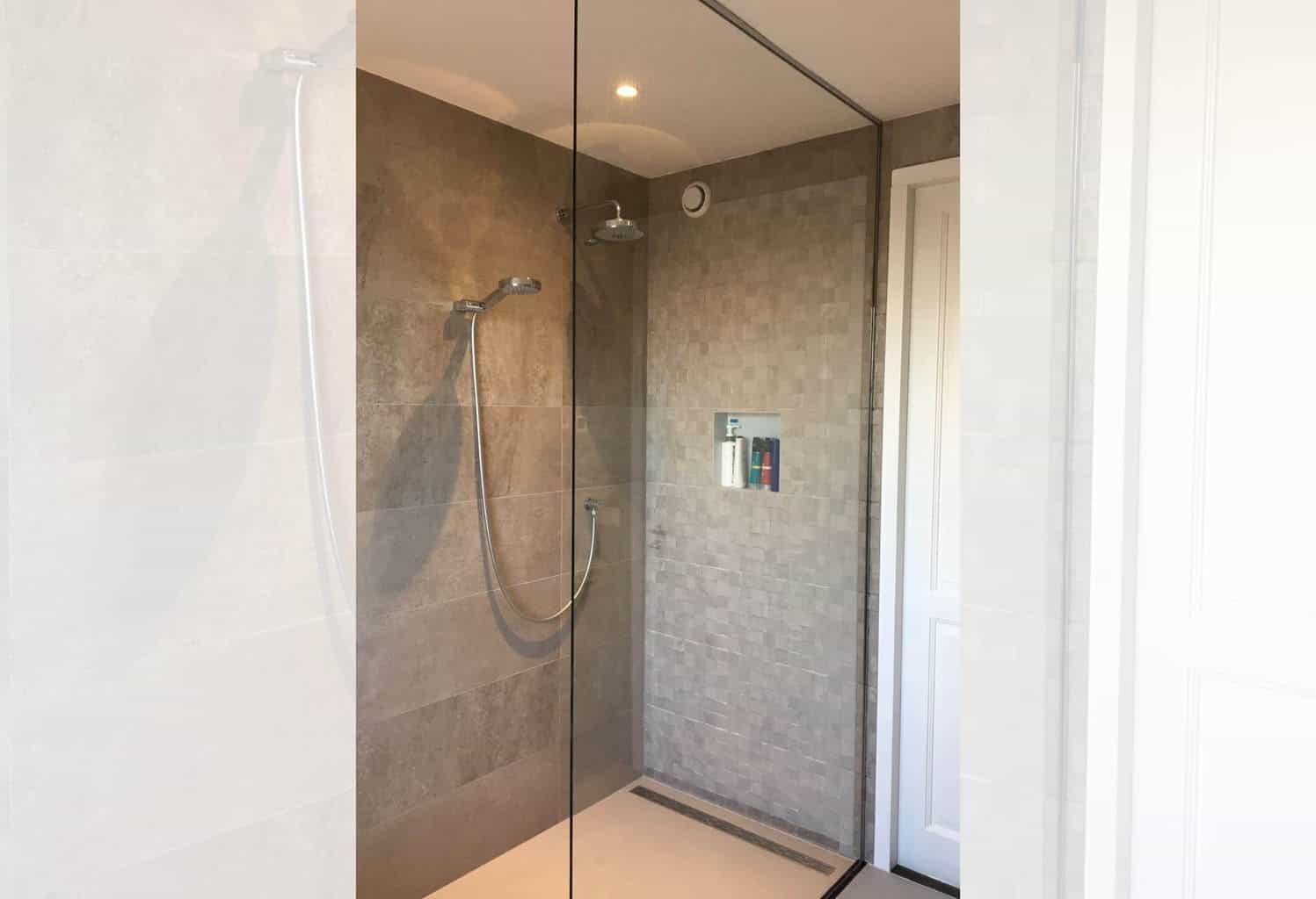 Inloop douche voorbeelden badkamers met inloopdouche sani dump