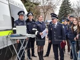 Centrul mobil de prevenire și informare a poliției pe piața centrală a or. Drochia