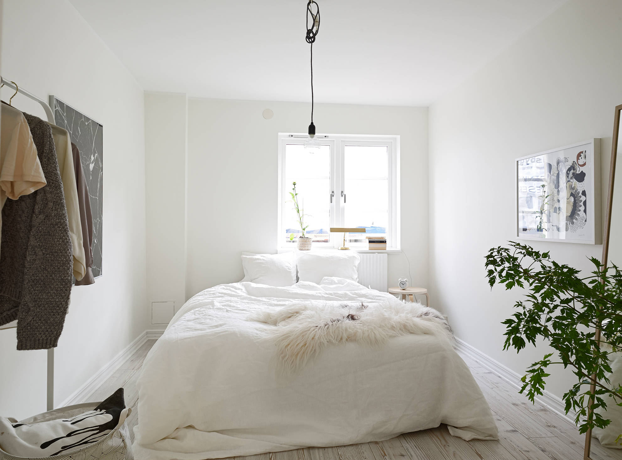 White Beds Tumblr Crisp White Home With Pops Of Foliage Glitter Inc