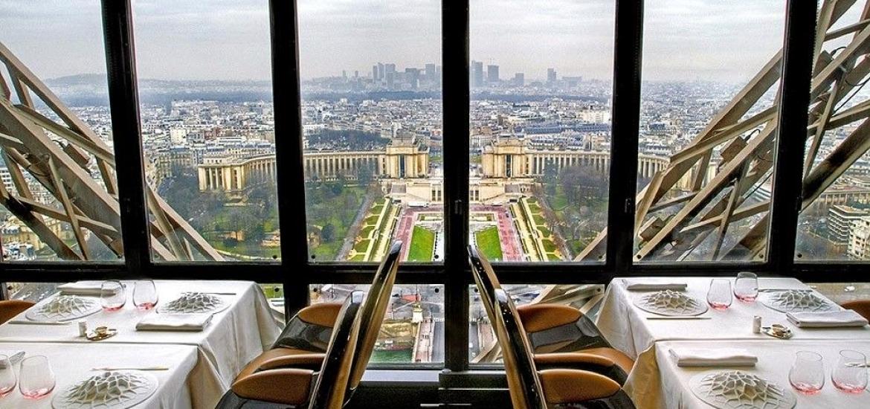 Le_Jules_Verne_Eiffel_Tower