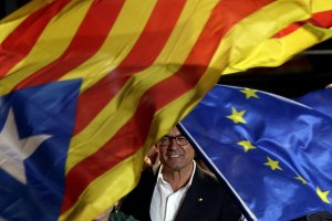Pro-sovereignty bloc Junts pel Si (Together for the Yes) leader Artur Mas celebrates the results of the elections in Barcelona, Catalonia, Spain, Sept. 27, 2015. (EPA/Alberto Estevez)