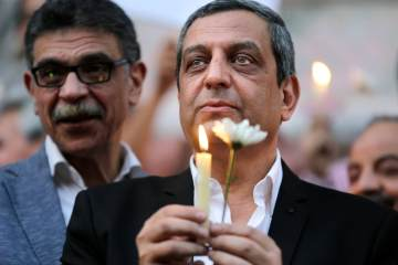 Yahia Qallash, the head of journalists' union, holds a candle during a candlelight vigil for the victims of EgyptAir flight 804 in front of the Journalists' Syndicate in Cairo, Egypt, May 24, 2016 (AP Photo/Amr Nabil)