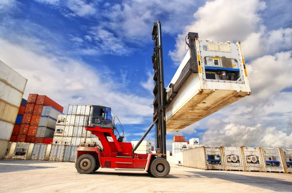 forklift-reefer-container-shutterstock_161769122-600_2