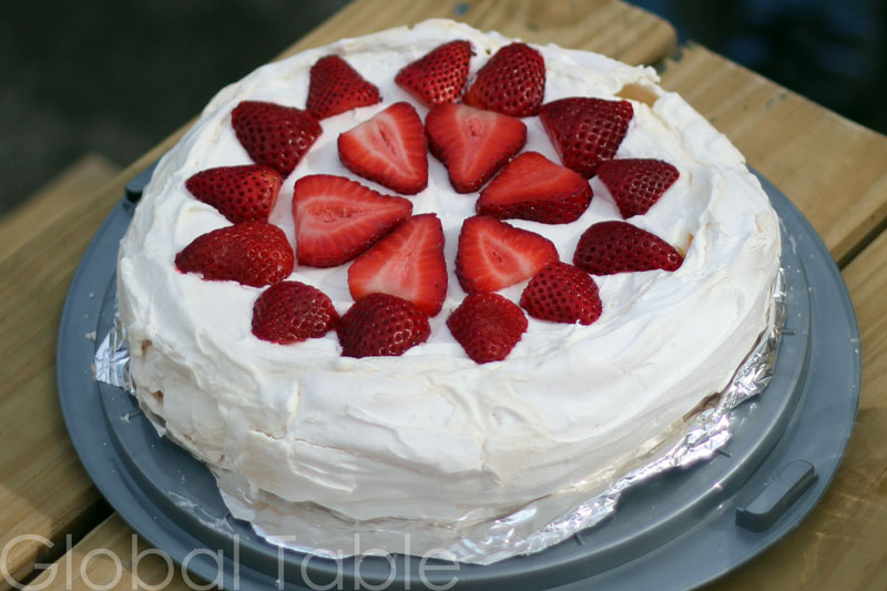 Crunchy meringue on the outside, soft as marshmallow on the inside. Pavlova is sweet and tasty.