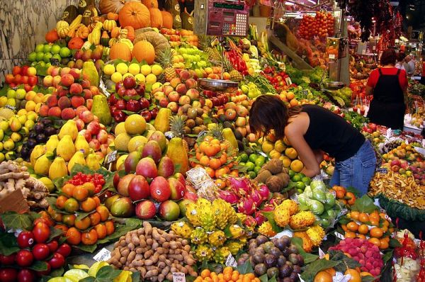Fruit stall in a market in Barcelona, Spain. Photo by Daderot.