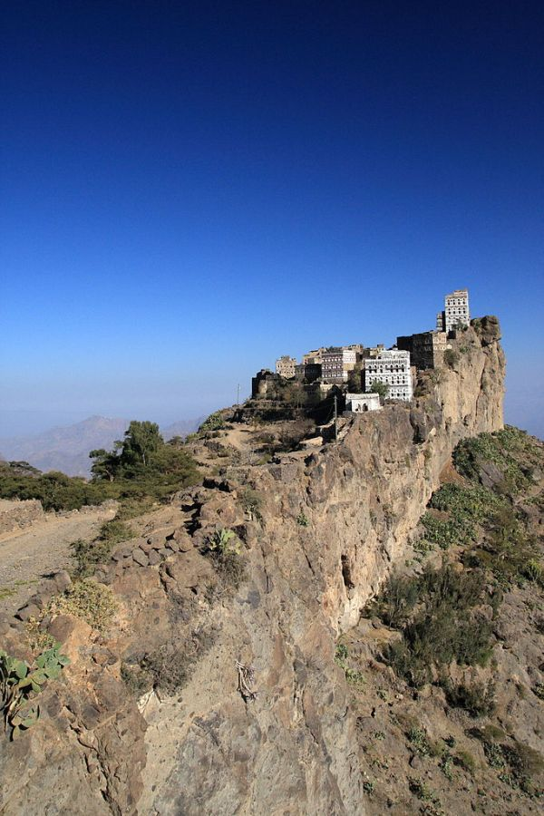 Kahil, Haraz Mountains, Yemen. Photo by yeowatzup.