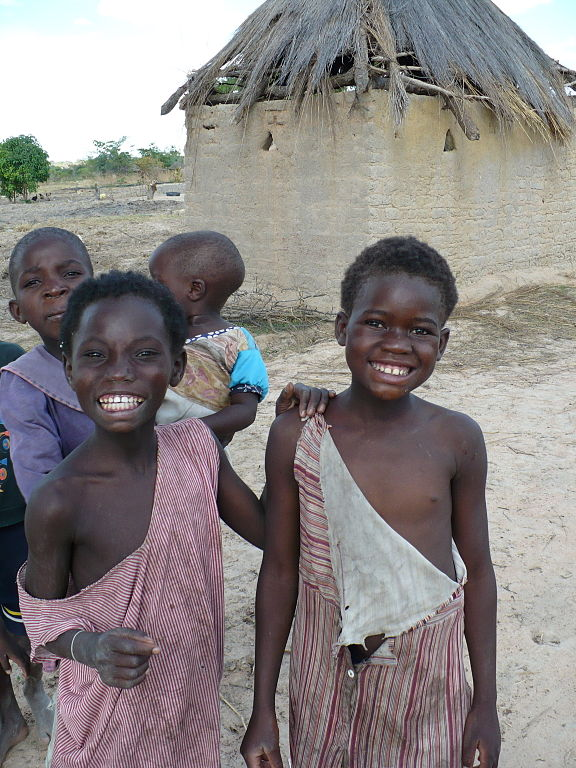 Zambian children in the countryside. Photo by Florence Devouard.