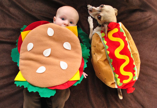 Hamburger Baby (15 Halloween Costumes Made from the World's Most Iconic Foods)