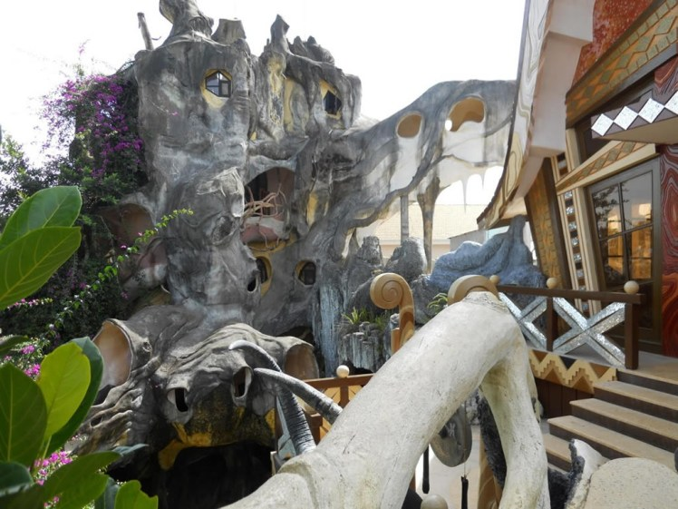10 Hotel più strani del mondo: Hang Nga GuestHouse
