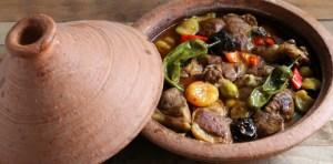 tajine nella tipico piatto di terracotta
