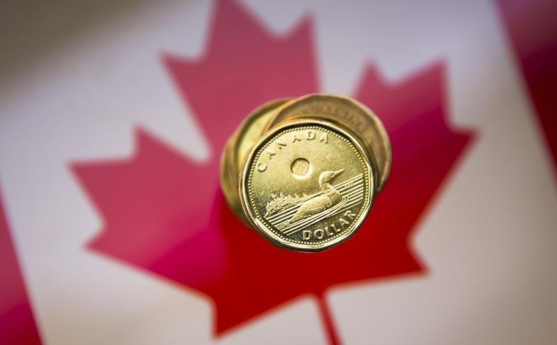 © Reuters. Canadian dollar strengthens as Bank of Canada holds