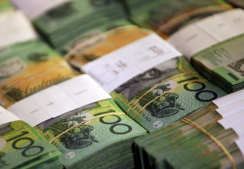 © Reuters. Aussie, kiwi drop against greenback as economic reports weigh